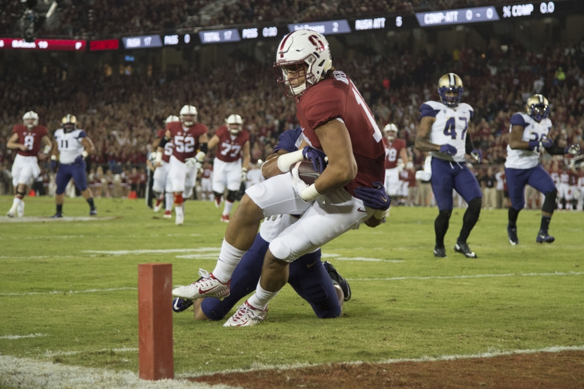 c4a96251be8 Stanford Cardinal tight end Austin Hooper (18, front) scores a touchdown  against Washington